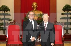 Vietnamese, French leaders vow to ratchet up partnership