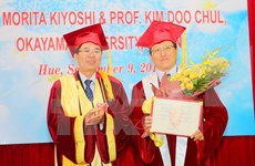 Hue University presents honorary title to Japanese professors