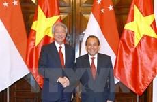 Vietnam, Singapore Deputy PMs hold talks