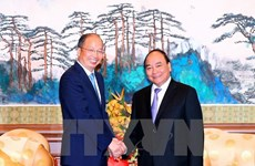 PM meets banking, corporate executives in China