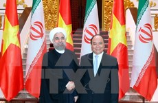 Prime Minister Nguyen Xuan Phuc receives Iranian President