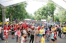 Running event raises funds for central provinces