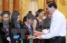 President greets outstanding ethnic minority students