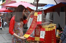 HCM City: calligraphy street bustling ahead Lunar New Year