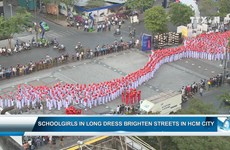 HCMC streets brightened with 3000 schoolgirls in ao dai
