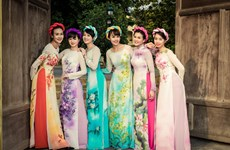 Beauty of traditional dress returns to daily life