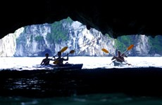 Kayak services on Ha Long Bay resume
