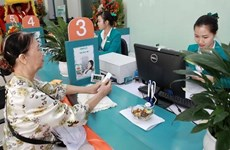 Financial experts urge caution against dollar loans