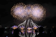 Italy, US devote spectacular firework performance in final