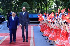 Welcome ceremony held in Hanoi for French Prime Minister
