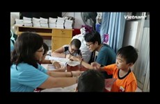Little teacher assistant and special class at Oncology hospital