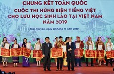 Winners of Vietnamese eloquent contest for Lao students unveiled