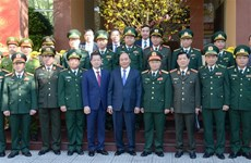 PM pays Tet visit to Da Nang armed forces