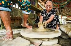 Discovering artisans' skills inThanh Ha ancientpottery village
