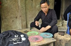 Exploring traditional Mong craft of silver carving