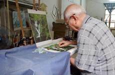 Hanoi's elderly artisan works to keep embroidery craft alive