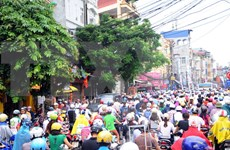Hanoi alters bus routes, eases traffic