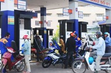 Petrol prices drop to 16,405 VND per litre