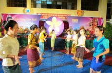 Lao students enjoy traditional New Year in Dien Bien