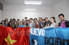 Argentine students learn about Vietnam