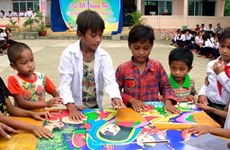 Children celebrate mid-autumn fest