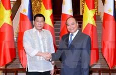 Philippine President meets Vietnamese PM, concludes visit