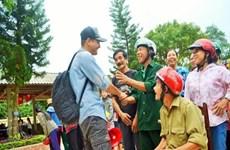 Vietnamese celebrities extend hands to flood victims