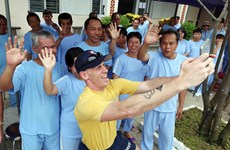 US Navy officers visit Da Nang's centre for mentally ill patients
