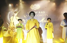 Young people join hands to restore traditional costumes