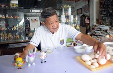 Craftsman makes Asiad mascots from eggshells