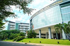 First four-star university in Vietnam receives certificate