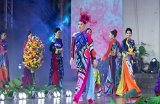 Miss Universe Vietnam shows off beauty of traditional costume