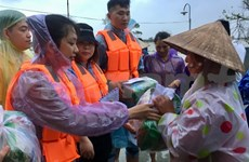 Vietnamese students in China support flood-hit victims in central region
