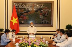 President Nguyen Xuan Phuc works with Communist Review