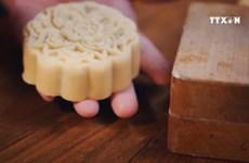 Craft village keeps mooncake mould making alive