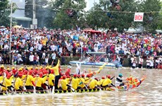 Ngo boat racing in the Mekong Delta kicks off