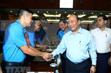 Prime Minister Nguyen Xuan Phuc meets workers