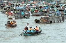 Floating market: An art of living in Mekong delta