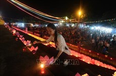 Falling in love with Hoi An floating flower lantern