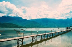 Visitting Lap An Lagoon: The oyster kingdom of Hue