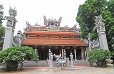 Visiting the ancient Vong Thi Pagoda