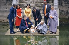 US Ambassador to Vietnam participated in the traditional Kitchen Gods ritual