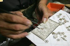 Old jewelry craft village in Hanoi to keep its fiery spirit