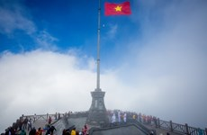 """The sacred flag-raising ceremony on """"the roof of Indochina"""""""