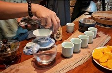 The Autumn Symphony: Drinking tea in a special Vietnamese way