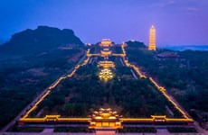 New experience with tour to Bai Dinh pagoda at night