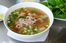 Must-try pho shops in Hanoi opened at night only