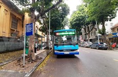 Hanoi buses quiet on first day of resuming operation