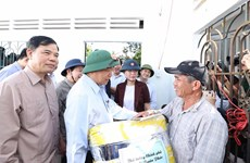 Prime Minister visits flood victims in Quang Ngai province