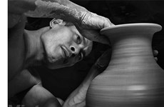 Craftsman works to spread the fame of Bat Trang pottery